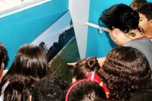 Todos os detalhes são checados por professora e alunos! As informações contidas nas imagens são ricas descobertas sobre o Meia Ponte!